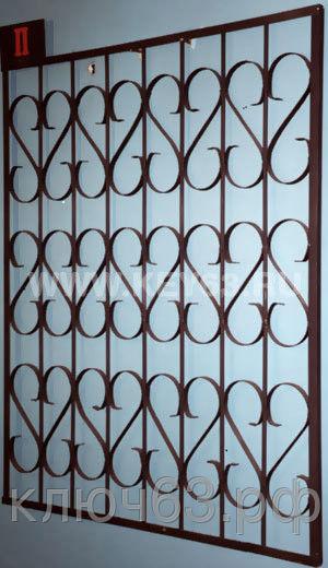 Стальные решетки П изготовлены из металлического прутка диаметр 12 мм по вертикали,горизонтальное наполнение полоса 2 мм .На образце сверху объем отсутствует, снизу объем отсутствует (возможно изготовление решетки из прутков диаметром 10 мм, 14 мм, 16 мм, 18 мм, или квадрата 10х10 мм, 12х12 мм, 14х14 мм, 16х16 мм, толщина полосы горизонтального наполнения может быть 3 мм или из круга диаметром 8 мм. Стальные решетки П могут быть изготовлены плоскими, объемными, распашными. Различные виды объемов сверху и снизу. Стальные решетки П устанавливаются в оконных проёмах административных и производственных зданий, офисных помещений, магазинов, жилых помещений. Установка осуществляется на арматуру 16 мм или высокопрочные анкерные болты. В случае установки в промежуточном сечении проёма, крепление осуществляется через специальные отверстия в каркасе (коробке), а при монтаже в одном уровне с оконным проёмом  через выносные пластины.