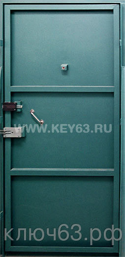 Стальная дверь без отделки изготовлена из листа 2мм, рама и дверные ребра изготовлены из стального уголка 40 мм, размер рамы двери под ваш проем, устанавливаются петли диаметром 22 мм (возможны усиленные петли диаметром 25 мм, 30 мм), замок-задвижка (в комплекте 3 ключа), пластмассовая дверная ручка (возможна металлическая ручка, круглая или поворотная), глазок 160 градусов, покраска нитроцеллюлозной эмалью НЦ-132 светло-серая, темно-серая, черная, шоколад, возможна покраска молотковой эмалью, поршковая все по RAL, антики, крокодил, возможна врезка любых замков, установка уплотнителей, усиление рамы, рама с обналичкой (20ммх80ммх3мм), противосъемные штыри, утепление, установка доводчика DORMA (белый, серебристый, коричневый), глазок апекс, магнитные замки.