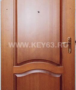Стальная дверь сварная лист толщиной 3 мм , изнутри базальт, внутренняя отделка натуральное дерево (возможны другие варианты внутренней отделки), рама проф труба 60х40 или с обналичкой 80х20 из листа 3мм, дверные ребра изготовлены из стального уголка 40 мм, размер двери под ваш проем, устанавливаются петли диаметром 25 мм(возможны петли диаметр 30 мм или третья петля), 1 замок врезной с ручками второй замок сейфовый по 5 ключей, глазок по желанию, покраска молотковой эмалью коричневая (возможна серая , черная,синяя,зеленая,красная) одноконтурный уплотнитель, возможна врезка любых других замков по желанию заказчика, противосъемные штыри, порошковая покраска, установка доводчика, магнитные замки.