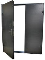 Стальная перегородка без отделки двустворчатая изготовлена из листа 2 мм, рама и дверные ребра изготовлены из стального уголка 40 мм, размер под ваш проем, устанавливаются петли диаметром 22 мм (возможны усиленные петли диаметром 25 мм), замок-задвижка (в комплекте 3 ключа), пластмассовая дверная ручка (возможна металлическая ручка , круглая или поворотная), покраска нитроцеллюлозной эмалью НЦ-132 светло-серая, темно-серая, черная, шоколад, возможна покраска эмалью 3 в 1, молотковой TAMBUR (Израиль), порошковая все цвета по RAL, антики, крокодил, возможна врезка любых замков, установка уплотнителей, усиление рамы, противосъемные штыри, утепление, установка доводчика DORMA (белый, серебристый, коричневый), глазок апекс, магнитные замки.