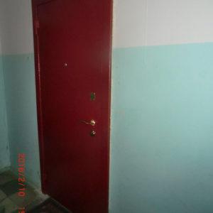Стальная дверь лист толщиной 3 мм, изнутри плотный базальт, внутренняя отделка фрезерованная панель -14 вариантов фрезеровки, 25 цветов (возможны другие варианты внутренней отделки), рама с металлической обналичкой 80х20х3мм, дверные ребра изготовлены из стального уголка 40 мм, размер рамы двери 0,87м х 2,07м (возможны любые размеры), устанавливаются петли диаметром 25 мм (с шарами или подшипниками), замок ГАРДИАН-3211 (в комплекте ручка под золото, броненакладка под золото, 5 ключей) второй замок ЭЛЬБОР 1-06-01 5 ключей, глазок АПЕКС обзор 160 градусов, покраска молотковой эмалью красная (возможна серая, черная, коричневая, синяя, зеленая, бронза) одноконтурный двойной уплотнитель, возможна врезка любых других замков по желанию заказчика, противосъемные штыри, установка 2 контура уплотнения, усиление дверных ребер жесткости, порошковая покраска, усиленные петли 3 шт, установка доводчика, магнитные замки, функция Антилом.